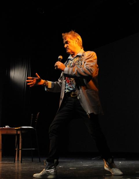 """Roberto Pettinato presenta """"Me quiero portar vien"""""""