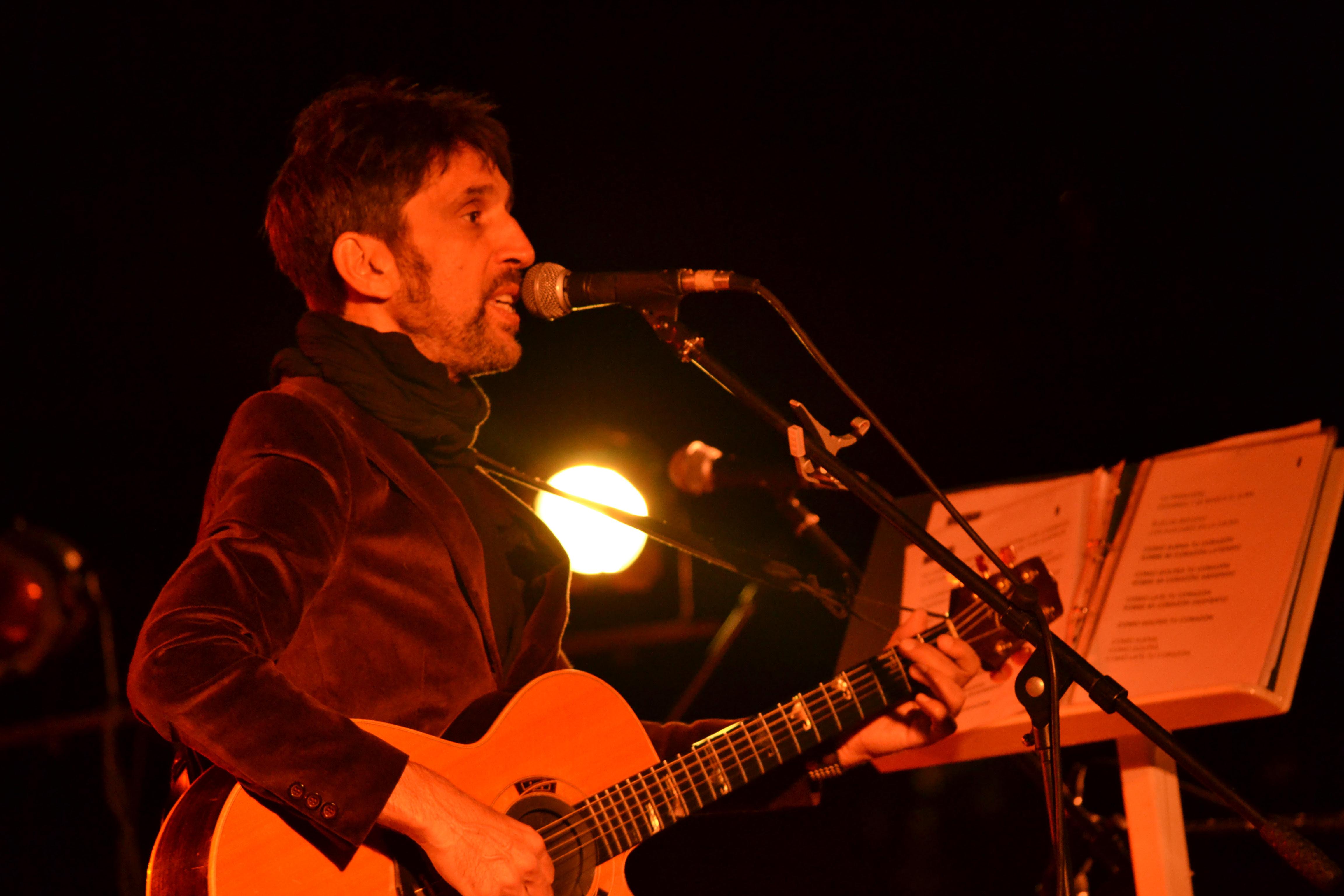 Diego Frenkel brindó un concierto ecléctico en Villa Victoria