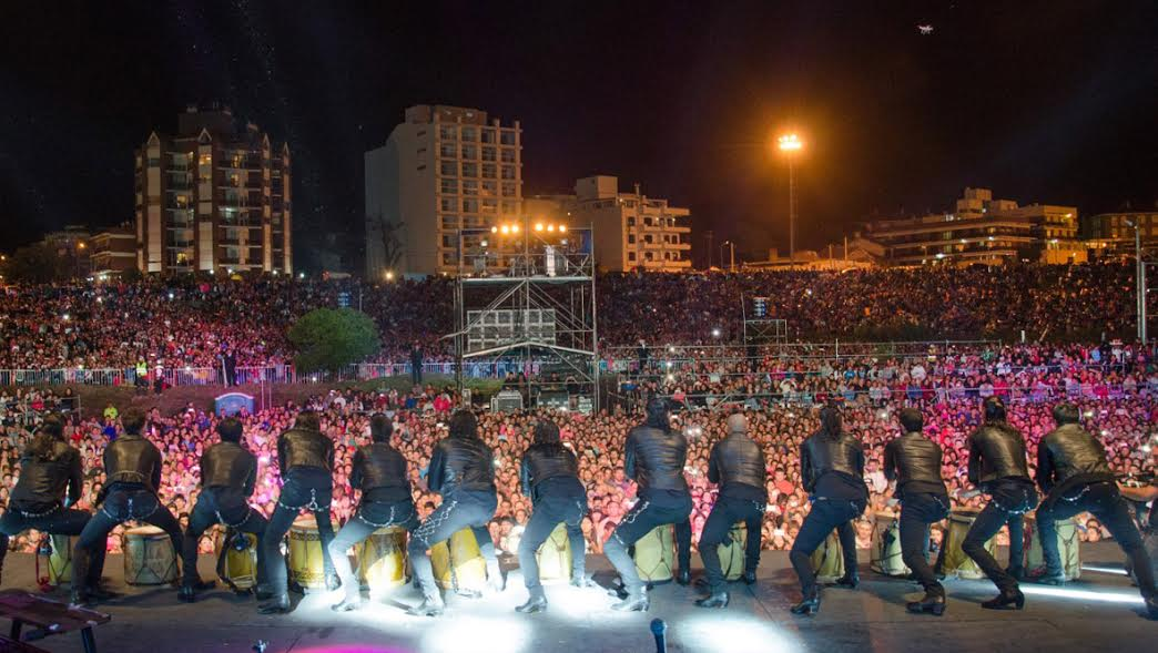 """Más de 70 mil personas en una noche mágica """"A orillas del mar"""""""