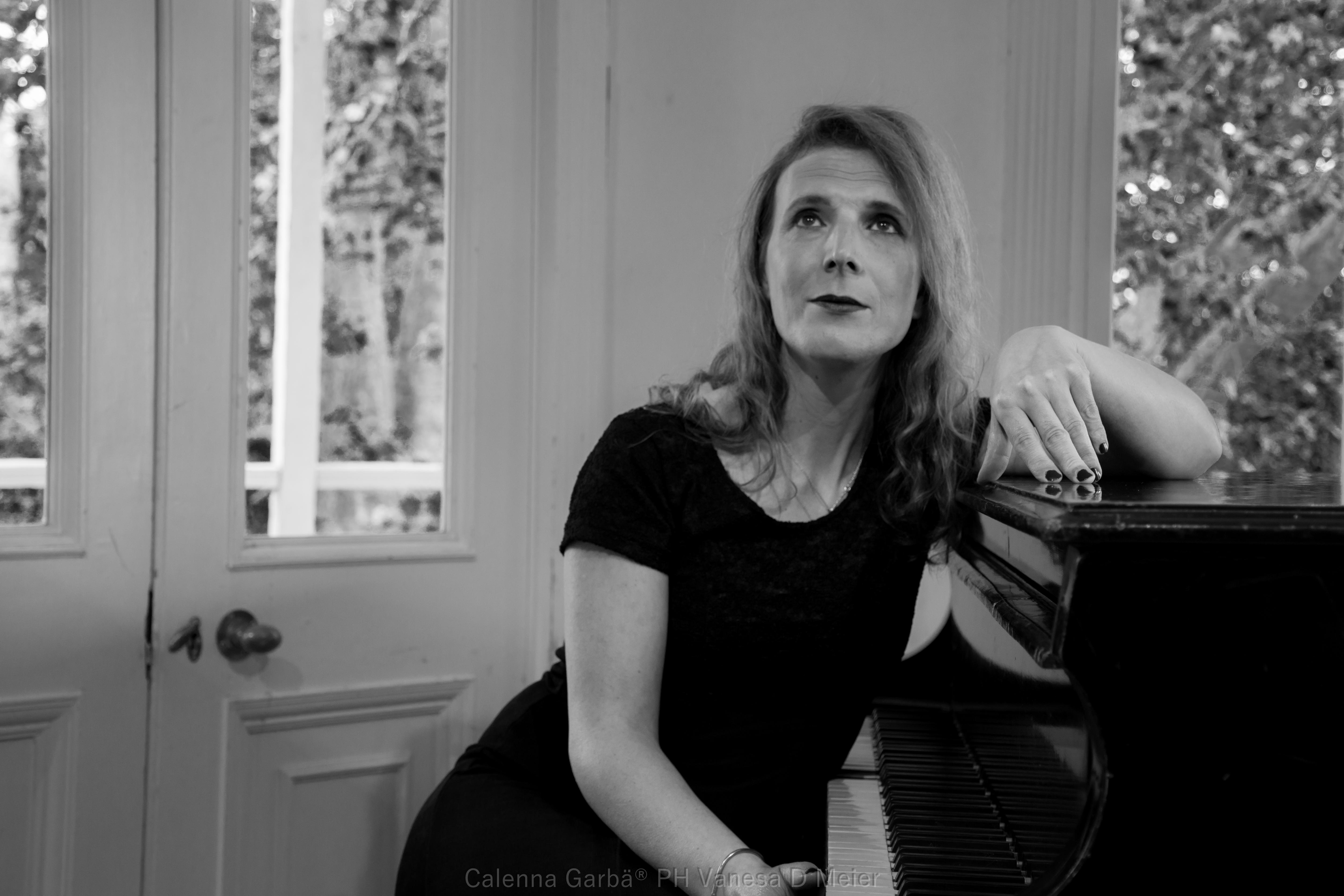 Calenna Garbä en concierto