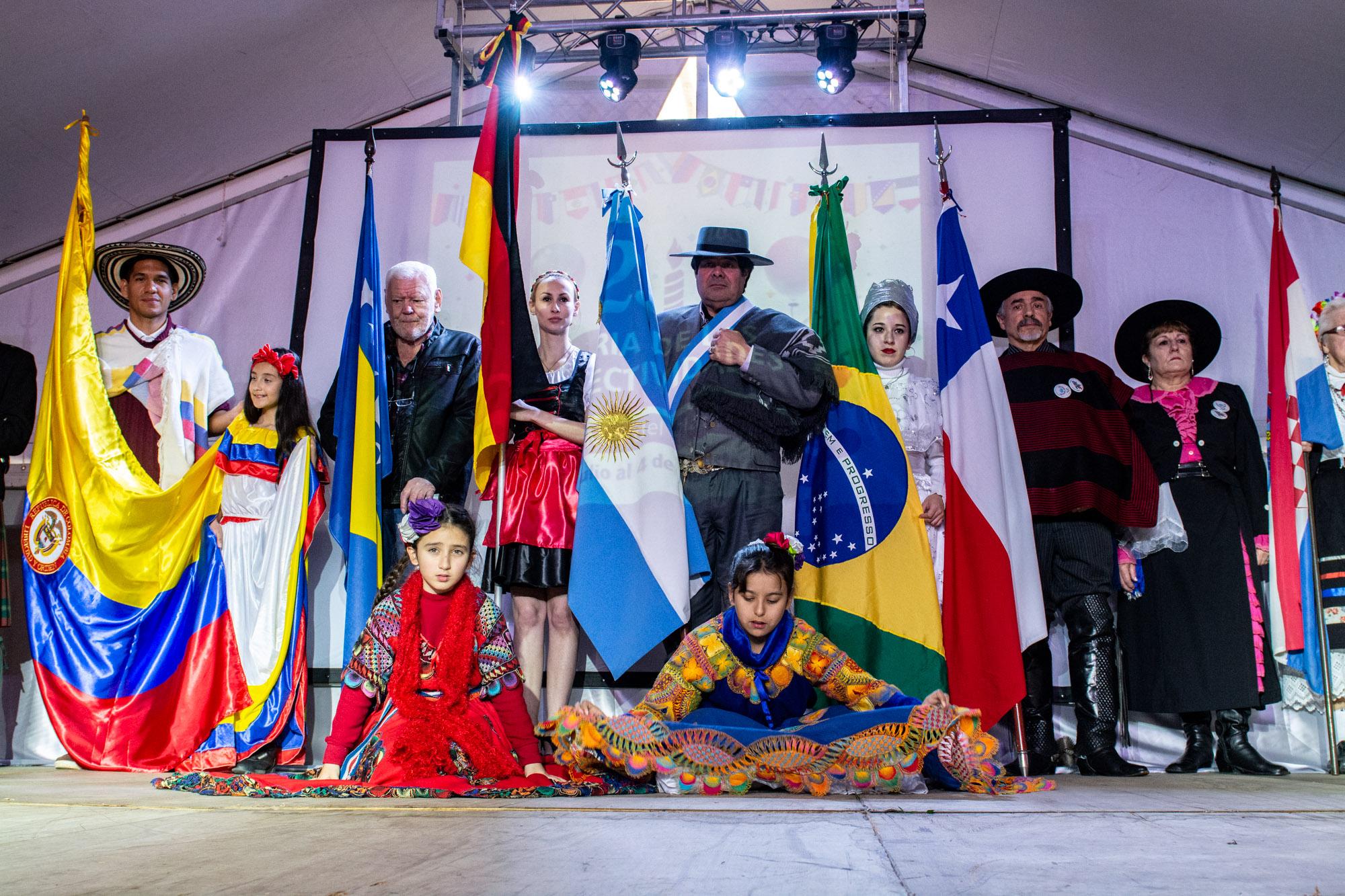 Actividades artísticas en la Feria de las Colectividades