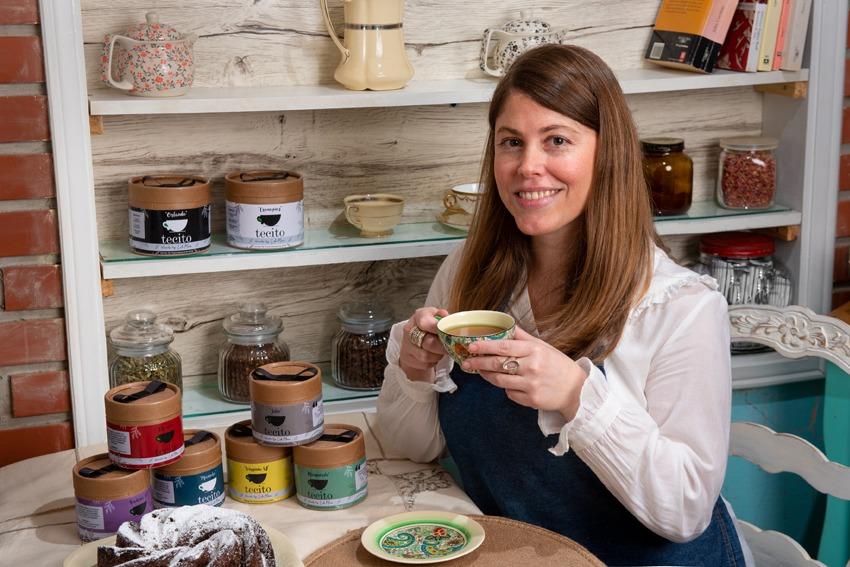 Lola Moss alterna su carrera artística con la cocina