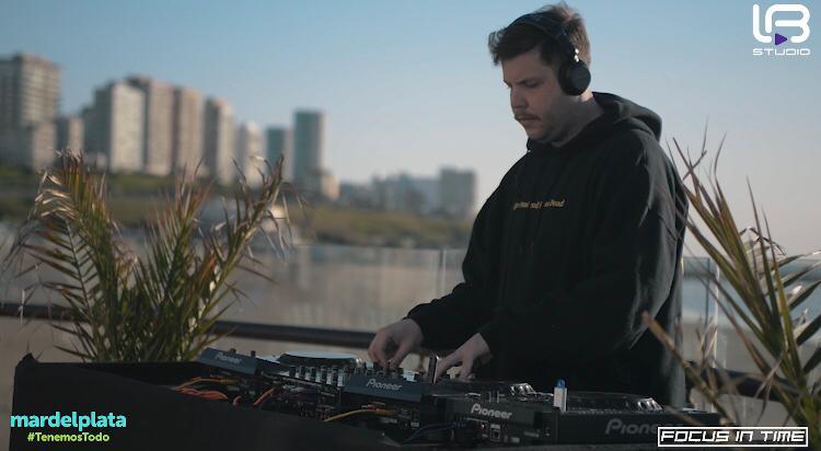 """El DJ Martín Palumbo con su música de """"Mar del Plata al mundo"""""""